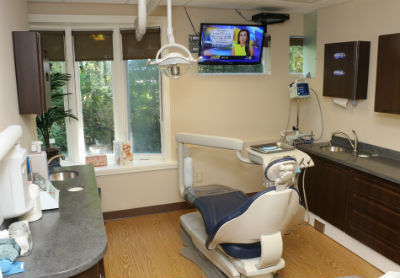 Orange CT dentist with big windows
